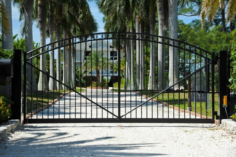 Swing vs Sliding Which is the Right Electric Gate for your Driveway