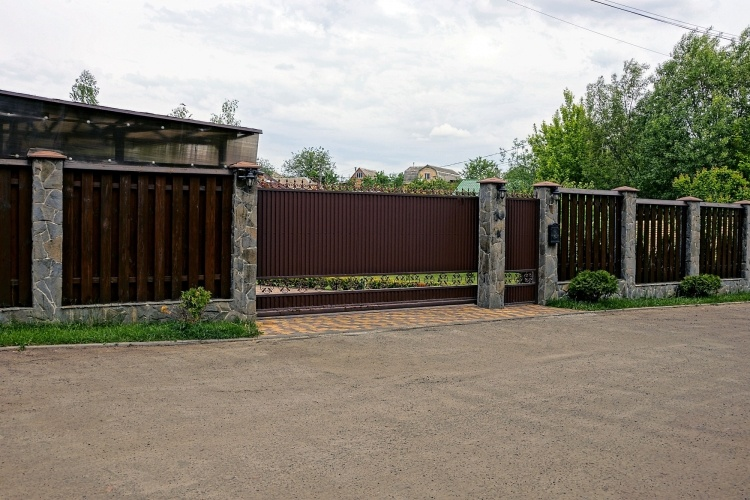 What You Need to Consider When Choosing an Electric Gate Kit
