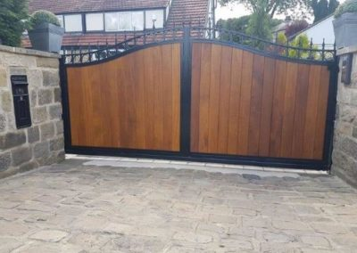 Electric wood timber gate clad